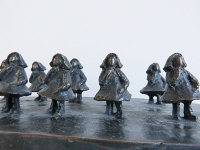 2014 - 10 Petites Filles - bronze - 17,5x9x5cm