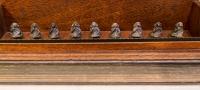 2014 - En file - bois et bronze - 38x10x8cm - photo ©Rend Haffar